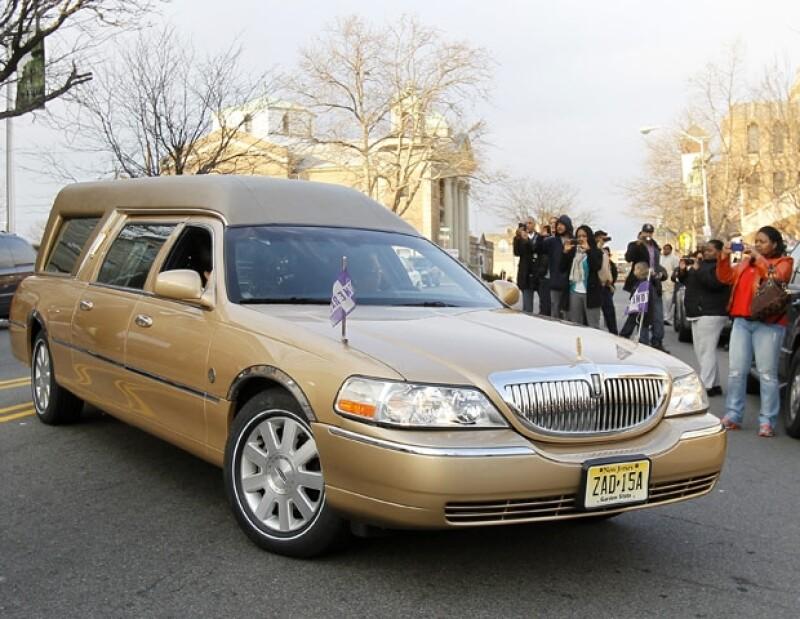 "Para resaltar el carácter festivo de la despedida, la carroza que transportaba a ""La Voz"", era dorada."