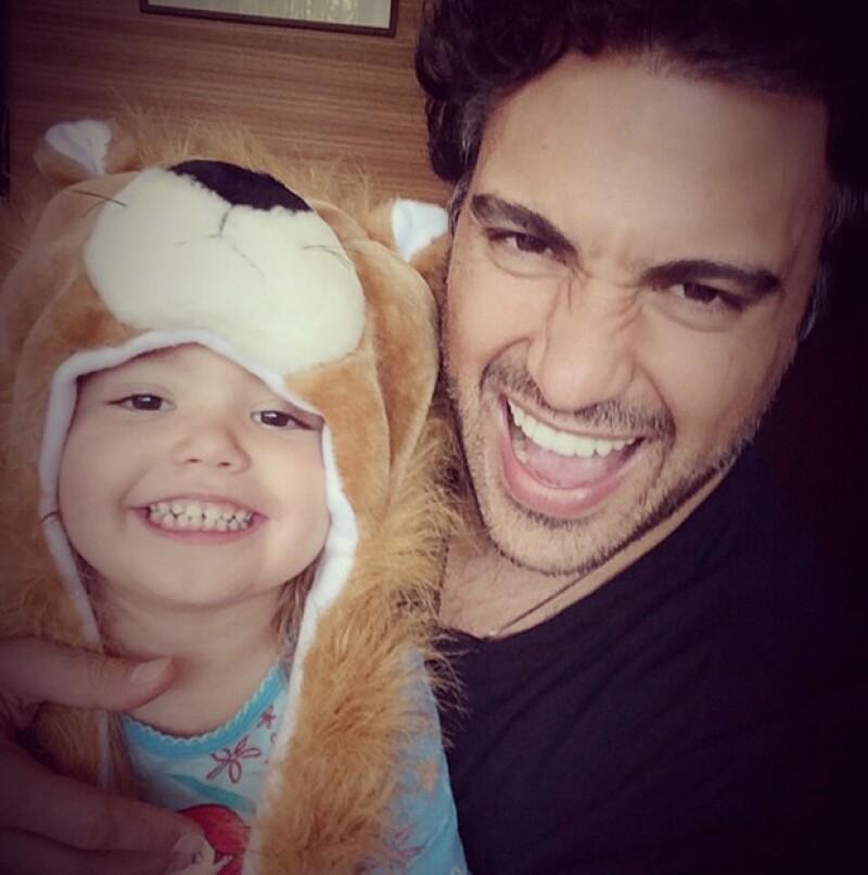 Padre e hija se la pasan de lo mejor juntos y con imágenes como esta lo demuestra el actor en su cuenta de Instagram.