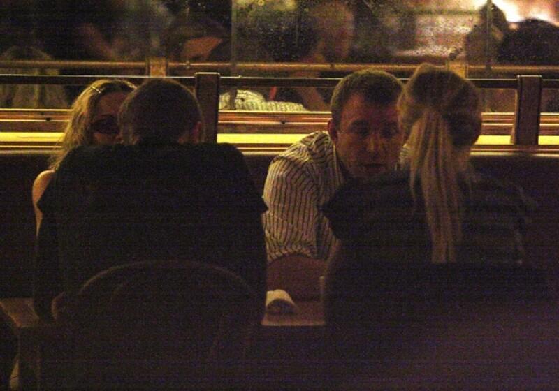 Chris y Gwyneth cenando con Madonna y Guy Ritchie en 2007.