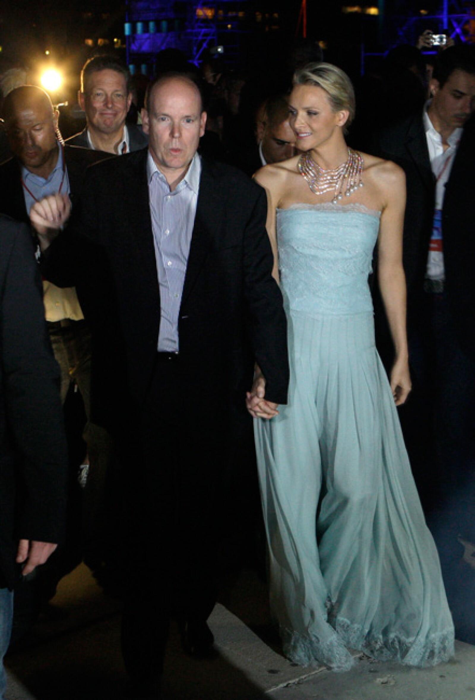 Los ya esposos en su llegada al concierto.