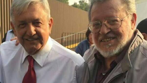 Andrés Manuel López Obrador (izq.) anunció que defenderá en el Tribunal Federal Electoral a sus candidatos en Durango y Zacatecas.