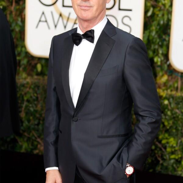 El actor Michael Keaton llega a la premiación con un reloj automático de acero Bulgari Solotempo.