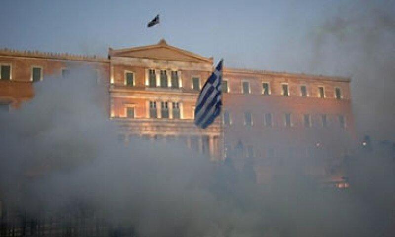 Las medidas de austeridad que se discuten han ocasionado varias protestas frente al Parlamento griego. (Foto: Reuters)