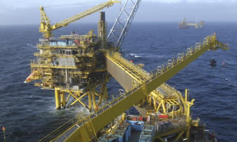El cártel del Golfo Pérsico ha invertido en centros de exportación petrolera pese al débil precio del petróleo. (Foto: iStock by Getty Images. )