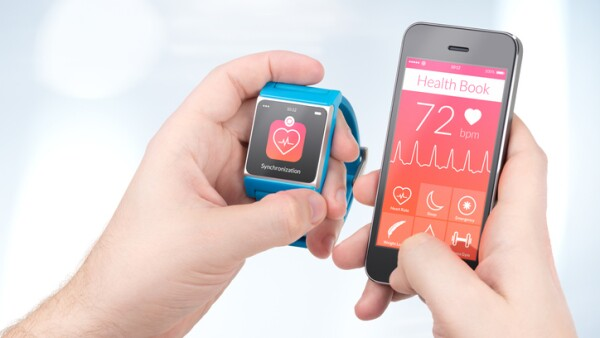 Health data synchronization between smartwatch and smartphone