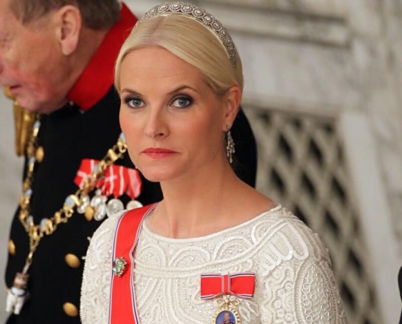 No todo es color de rosa en la vida de las princesas. Es el caso de la polémica Mette-Marit de Noruega, señalada por las encuestas como el miembro de la familia real que peor cumple con su papel.