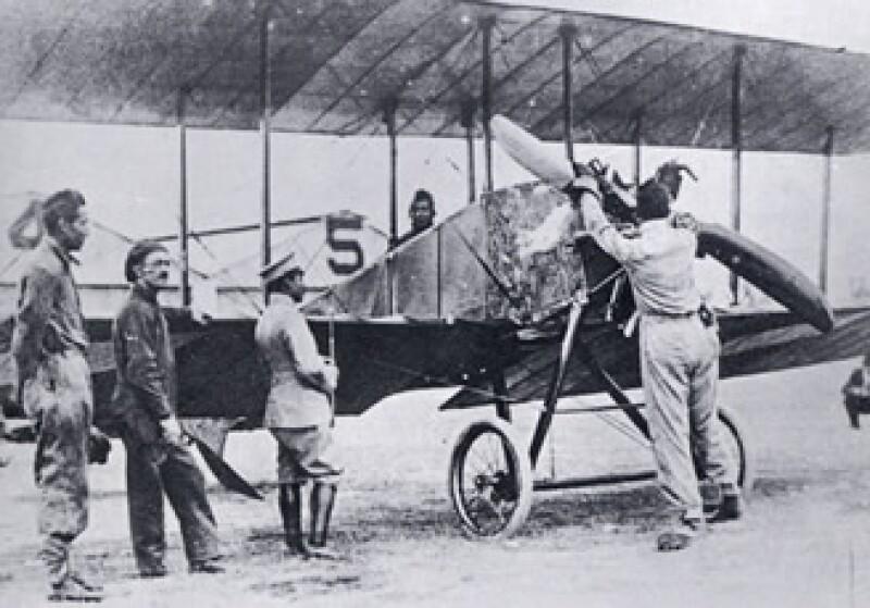 El primer vuelo registrado en México ocurrió en 1908 en los llanos de Pachuca a cargo del ingeniero Juan Guillermo Villasana. (Foto: Cortesía www.inehrm.gob.mx)