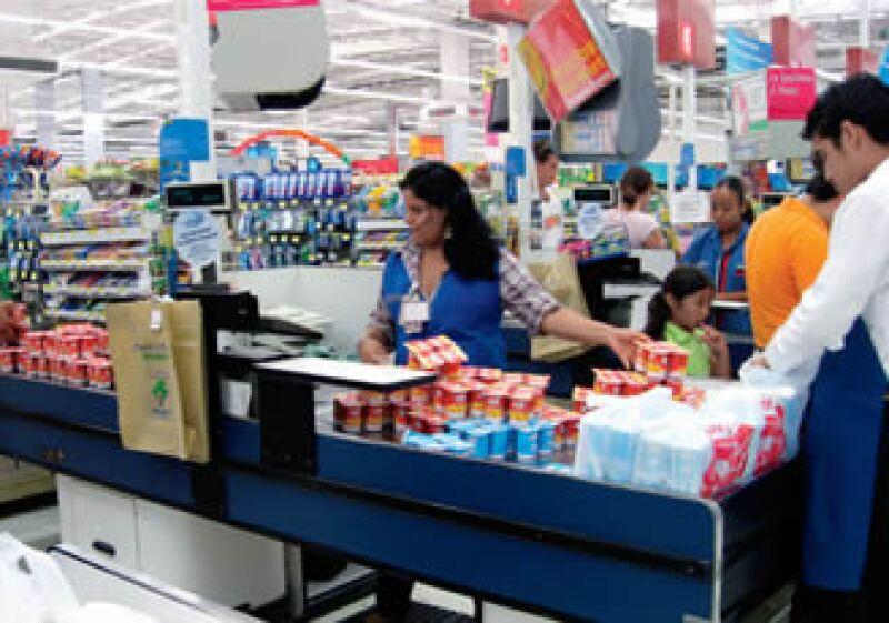 Ante las señales de recuperación de la economía se estima una mejoría gradual en el nivel de consumo, por lo tanto, un incremento en ventas para Walmart.  (Foto: Especial)