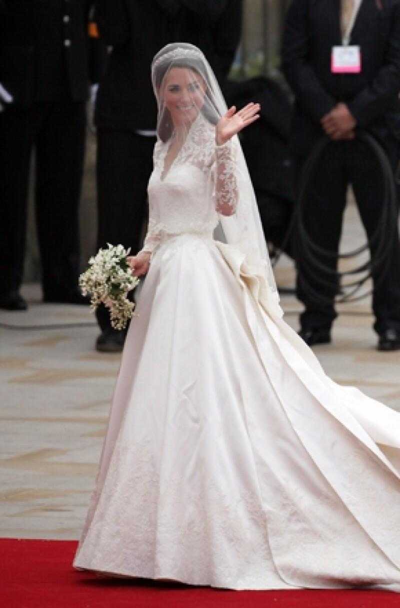 La Duquesa de Cambridge eligió a la firma británica Alexander McQueen para confeccionar su ajuar.