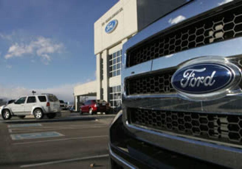 Ford Motor dijo que sus ventas totales en marzo subieron 19.2%, mientras las de GM crecieron 11.4%. (Foto: AP)