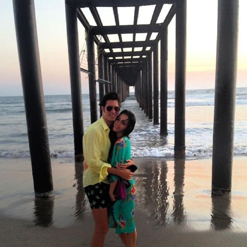 Con esta foto, Torres dio a conocer su noviazgo.