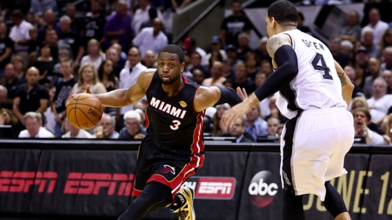 Dwayne Wade y el Miami Heat lograron empatar la serie final de la NBA con una defensiva eficaz que controló a San Antonio