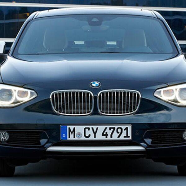Respecto a la motorización, el nuevo Serie 1 posee un motor de cuatro cilindros con tecnología BMW TwinScroll Turbo con una potencia de 170 caballos de fuerza.