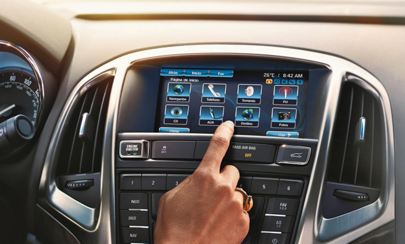 Las tendencias indican que cada día habrá más dispositivos interconectados y los automóviles de lujo nos son la excepción. Conoce a continuación cuatro vehículos con apps para aumentar tu productividad al volante.