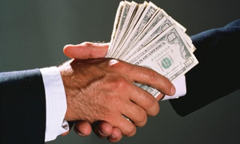 Debido a procesos internos inadecuados, las empresas siguen siendo vulnerables a empleados que pagan sobornos. (Foto: Getty Images)