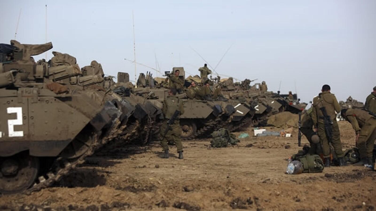 soldados israelies instalan un campamento
