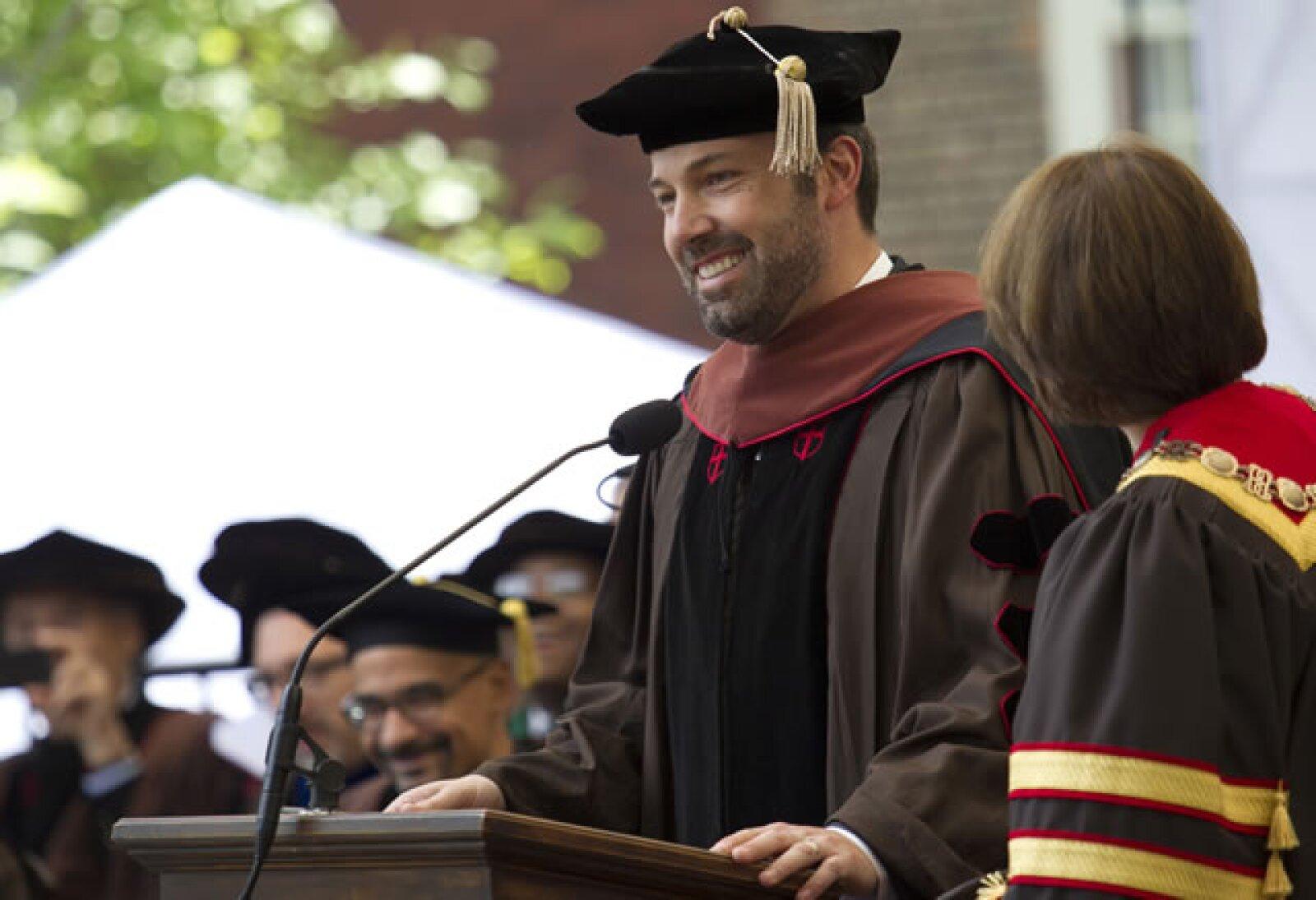 Ben Affleck recibió su diploma por parte de la Universidad de Brown por haber estudiado Bellas Artes, esto sucedió el 26 de mayo de este año.