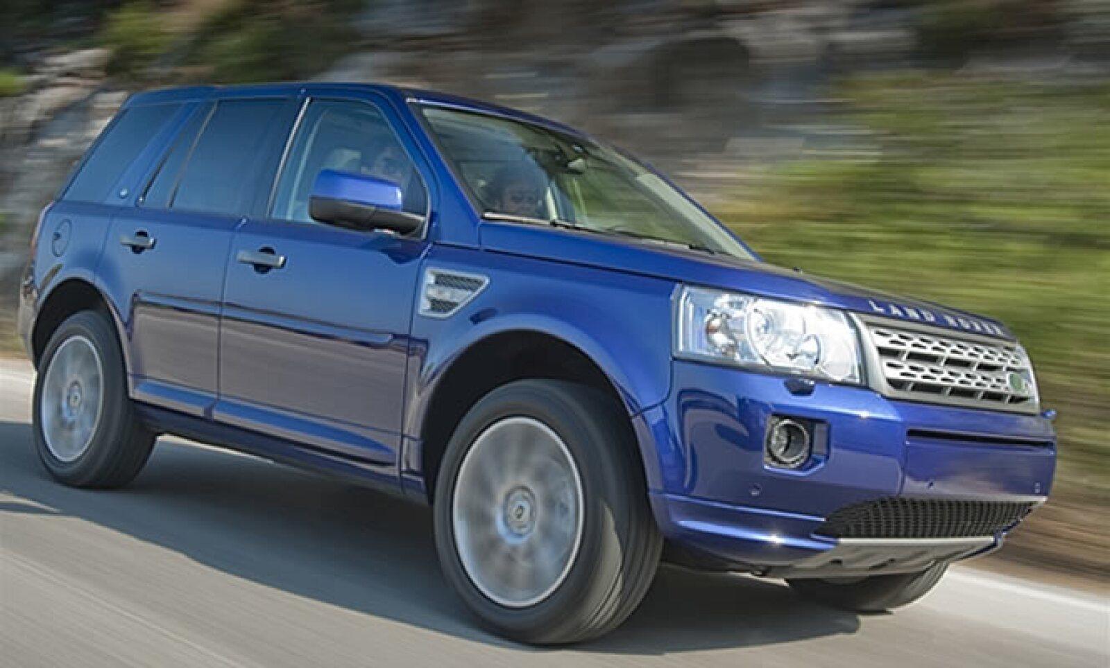 El SUV inglés no sólo afina sus líneas exteriores sino que también incorpora nuevas motorizaciones y cambios en su interior.