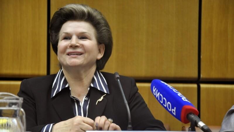 la cosmonauta rusa tereshkova en rueda de prensa