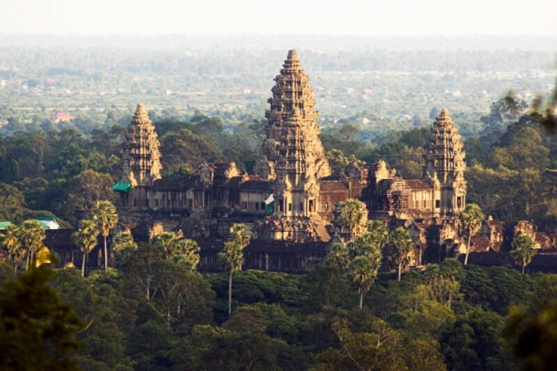 Este es el templo Phnom Bakheng que los hijos de la actriz y Brad Pitt fueron a conocer.