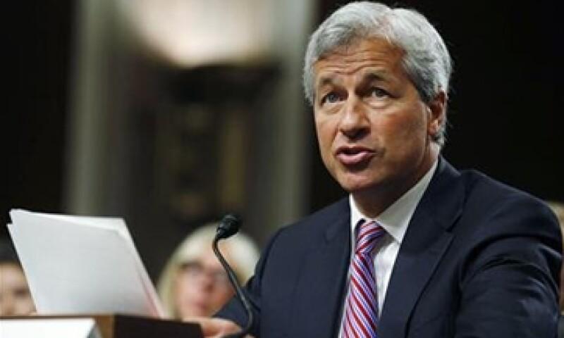 Jamie Dimon, presidente ejecutivo de JPMorgan, busca aliviar los problemas legales que enfrenta el banco.  (Foto: Reuters)