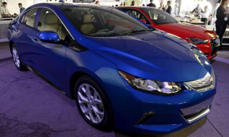 El vehículo eléctrico Chevrolet Volt de 2016, de General Motors, fue presentado en el Autoshow de Los Ángeles. (Foto: Reuters)