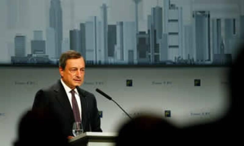 El BCE, presidio por Mario Draghi, dejó sin cambios su tasa de referencia en 0.05%, un mínimo histórico. (Foto: Reuters )