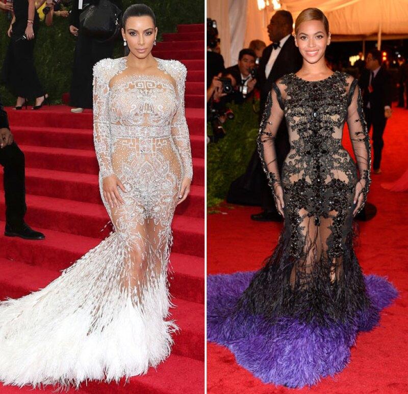 Los vestidos son casi idénticos, sólo difieren en color.