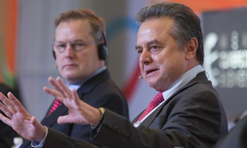 Pedro Joaquín Coldwell, secretario de Energía, y representantes de empresas transnacionales participan en la Cumbre de Negocios 2014. (Foto: Jesús Almazán )