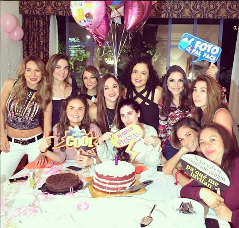 La actriz inició las celebraciones por su cumpleaños 30 con una reunión a la que asistieron Zoraida Gómez y Geraldine Bazán.
