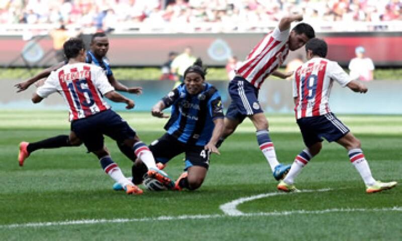 Las Chivas acumulan cinco partidos sin ganar en el torneo Apertura.  (Foto: Reuters)