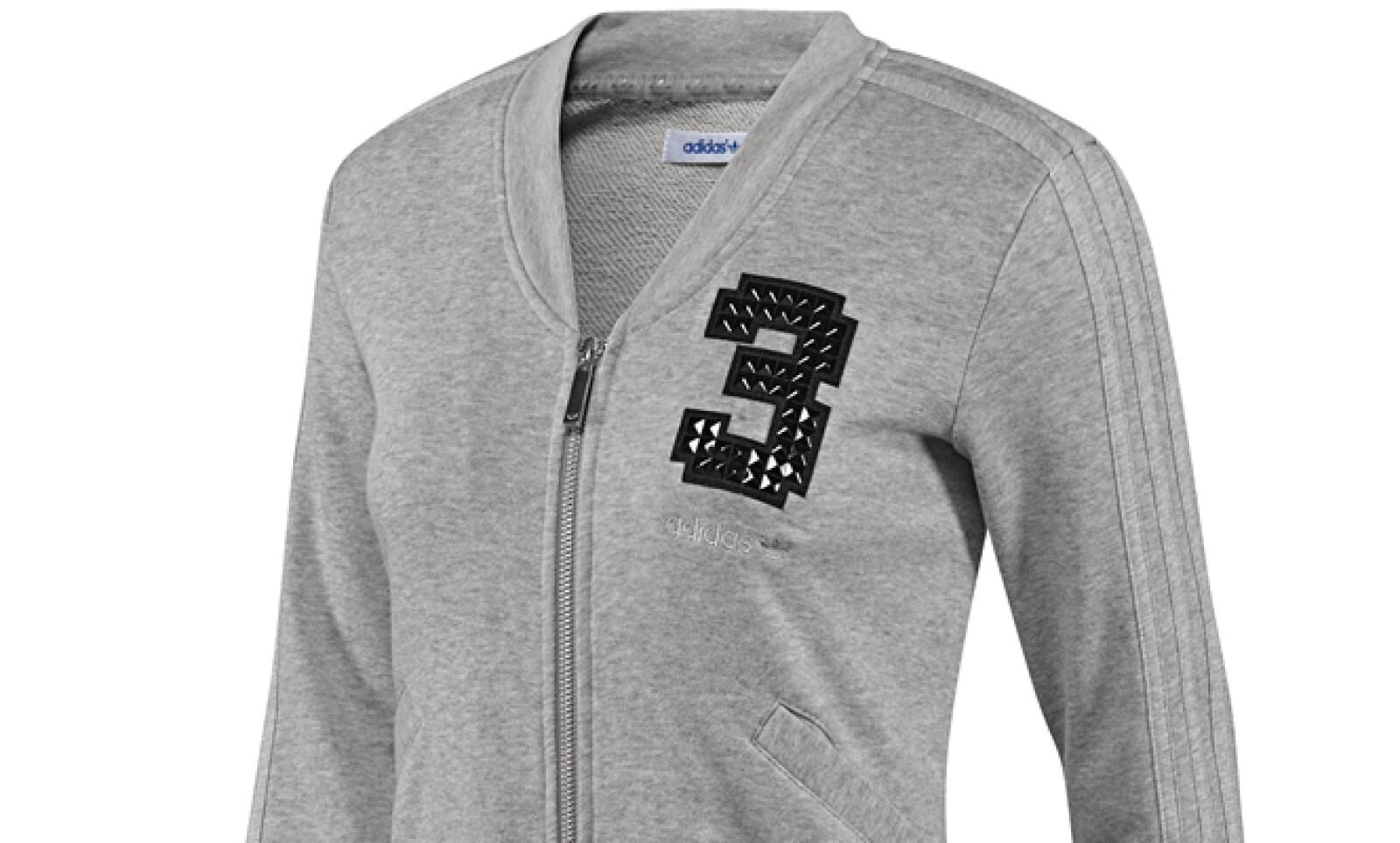 La chamarra en tono gris jaspeado de cuello en 'V' es una ligera opción para cubrirte.