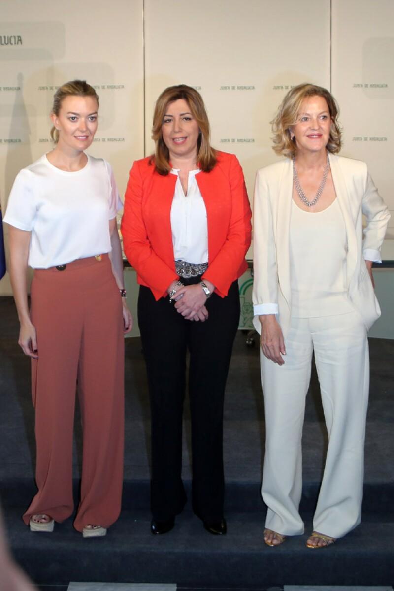 Marta Ortega, hija de Amancio, Susana Díaz, presidenta de Andalucía, y Flora Pérez, esposa de Amancio, durante la firma del convenio para la donación.