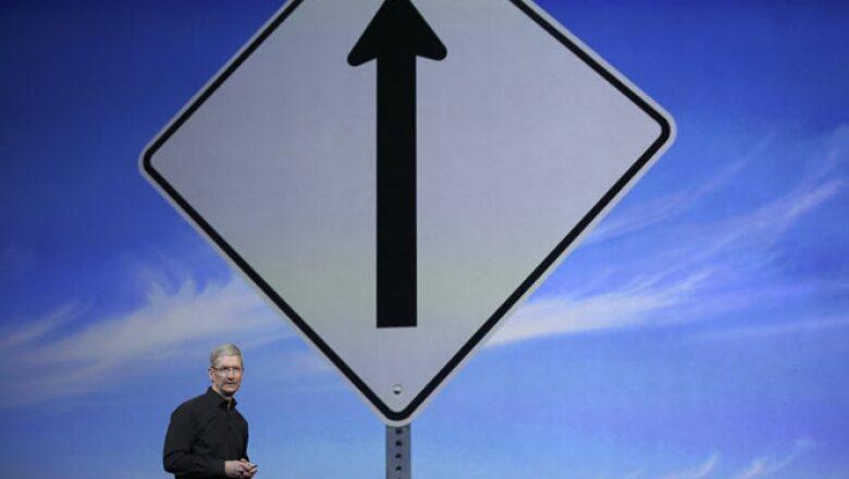 Tim Cook intenta levantar las ganancias de Apple, que en su tercer trimestre fiscal registraron una caída de 22%