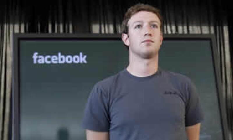 Zuckerberg ganó 653,165 dólares el año pasado, según documentos regulatorios. (Foto: Reuters)