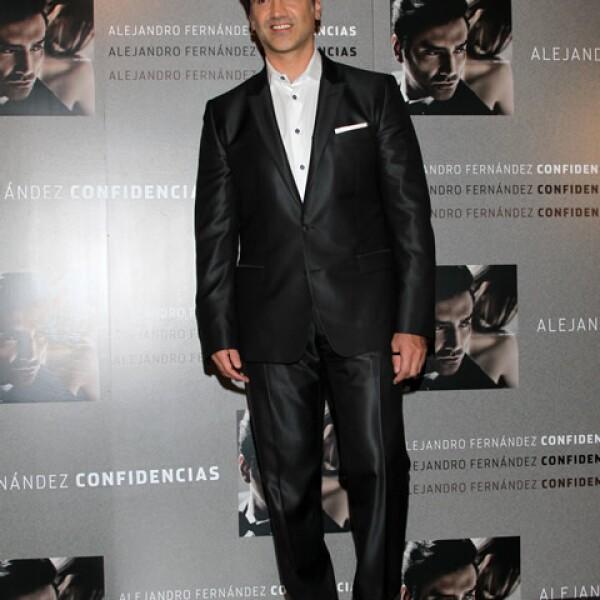 A sus 43, Alejandro Fernández continúa robando suspiros. Su personalidad, de típico macho mexicano, lo convierte en uno de los favoritos de la mujeres.