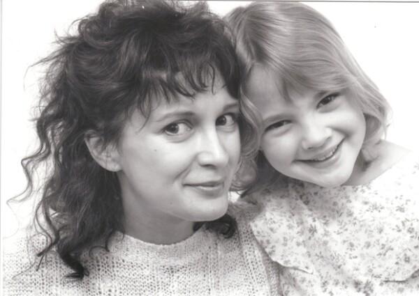 La actriz se emancipó de su madre Jaid Barrymore a los 13 años alegando que ella era una mala influencia en su vida.