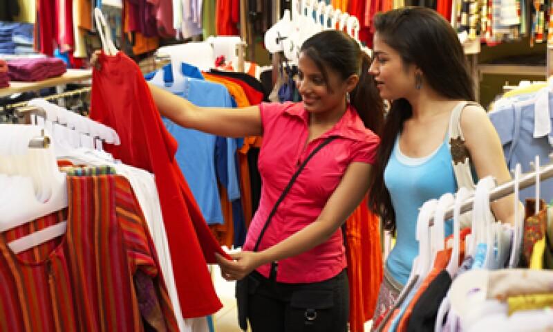 Analistas habían pronosticado que las ventas registraran un aumento de 0.7%. (Foto: Reuters)