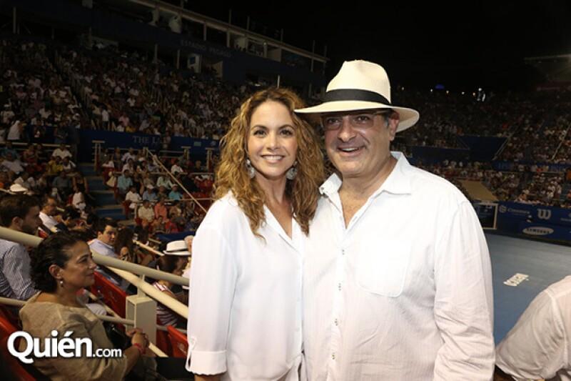 La cantante mexicana y su pareja, el sobrino de Carlos Slim, llamaron la atención durante la final del Abierto de Tenis en Acapulco este fin de semana.