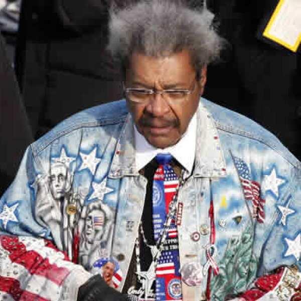 El promotor de box Don King llegó muy patriota a la ceremonia de asunción.