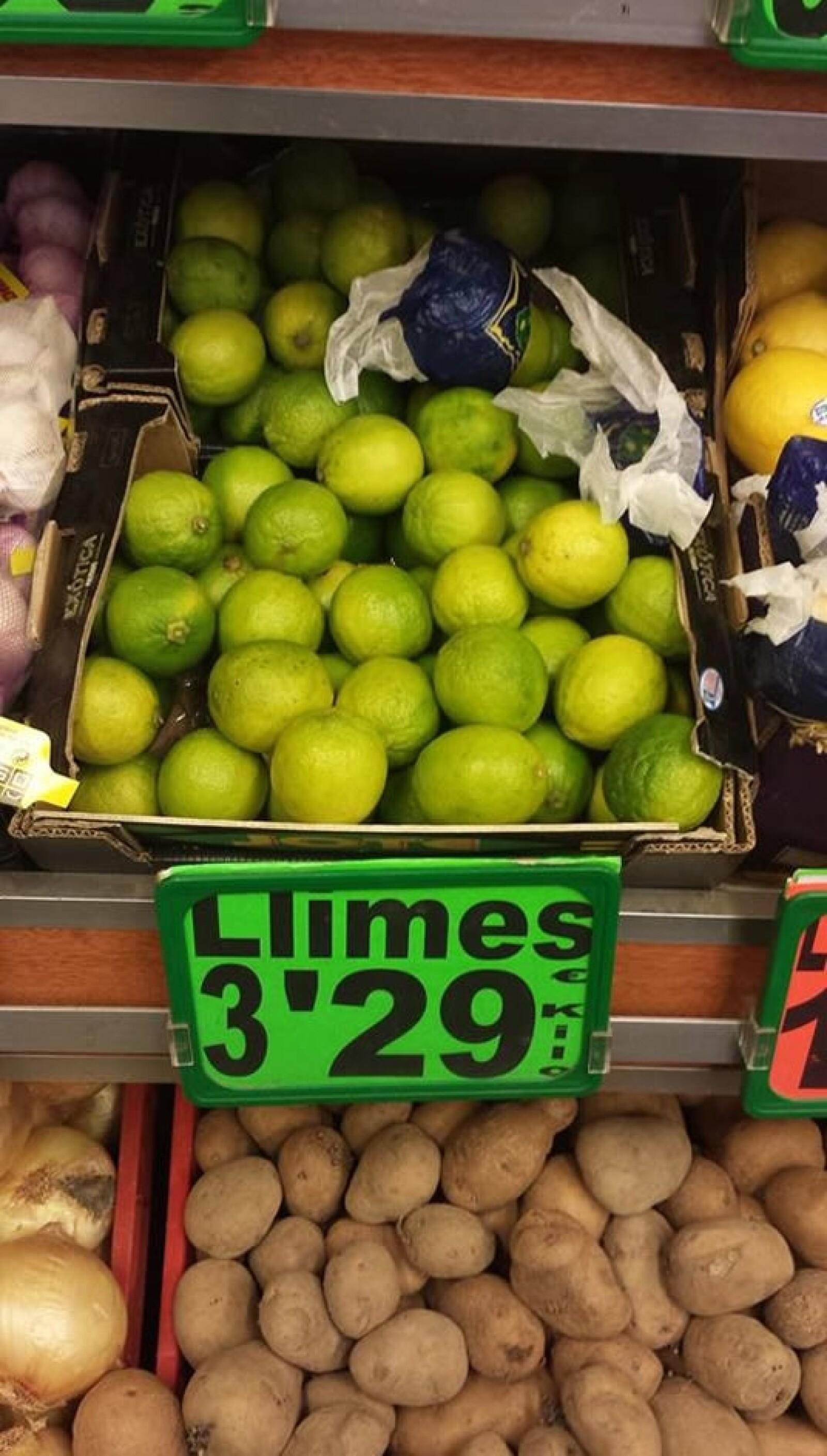 En un céntrico mercado en Barcelona, el kilo de limones cuesta 3.29 euros, pero en lugares más económicos el precio puede bajar hasta 2 euro