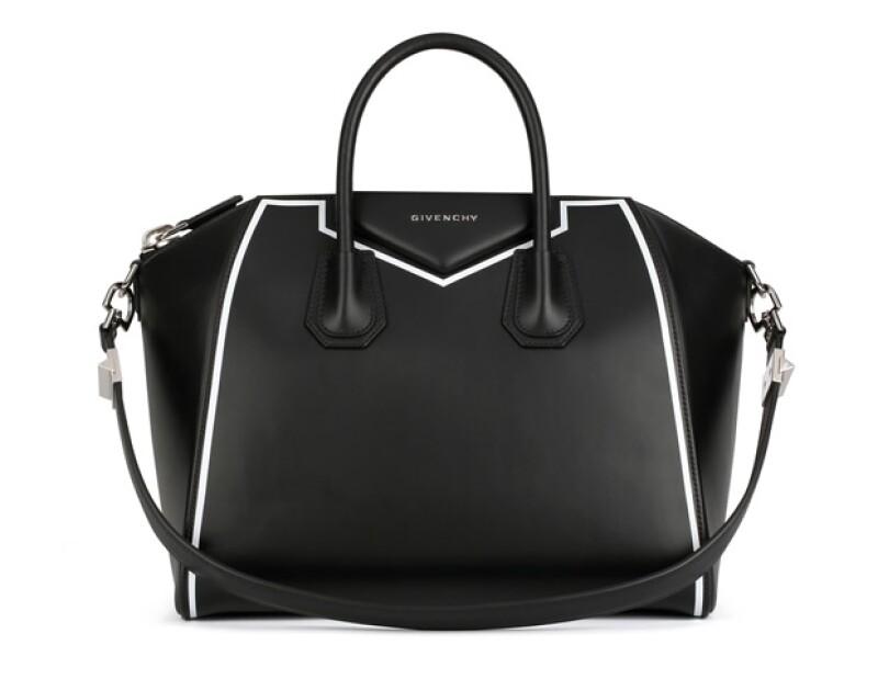 Kendall es amante de las Antigona de Givenchy.