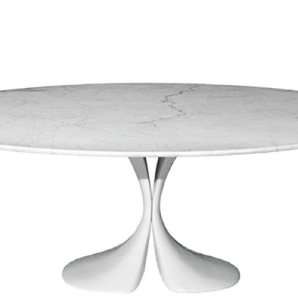 Antonia Astori combina la simplicidad y la elegancia de una mesa oval con la escultura de mármol de Carrara para la nueva colección de Driade.