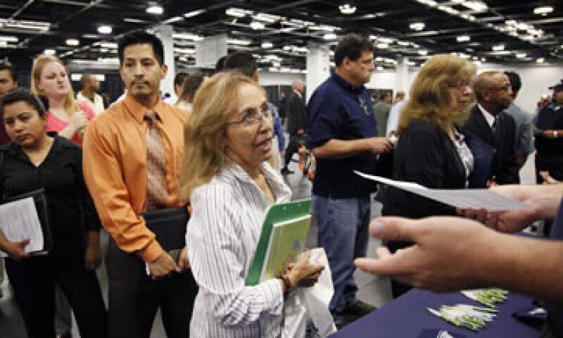 Los analistas esperaban que las nuevas solicitudes bajaran a 375,000 la semana pasada. (Foto: AP)