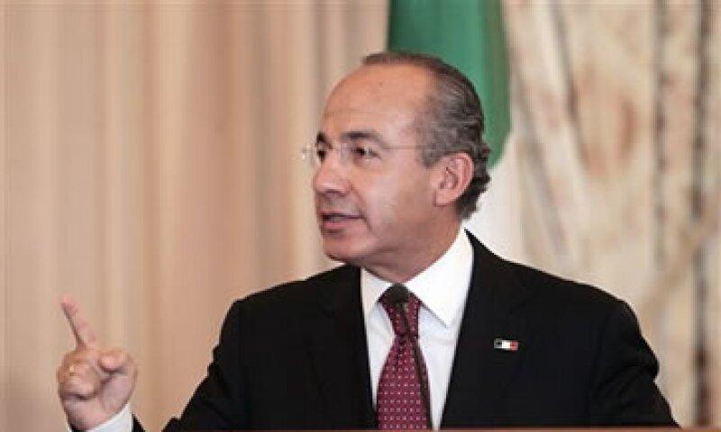 Calderón también pidió concretar reformas estructurales para mejorar y no sólo para evitar empeorar. (Foto: AP)
