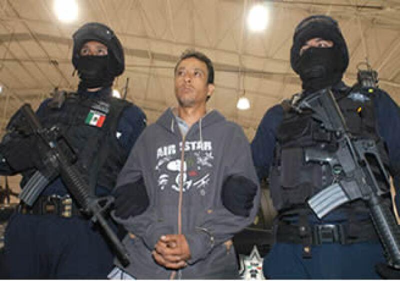 En 2000, luego de ser sentenciado, 'El Azul' solicitó su traslado al Cereso de Chilpancingo, en Guerrero, donde consiguió escapar.