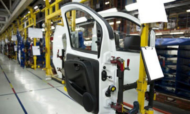 Las automotrices en México exportan la mayor parte de sus autos a EU. (Foto: Archivo)