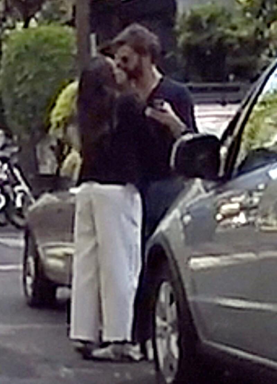 Aunque se supo de su relación desde febrero, no habían fotos de la pareja en actitud cariñosa en público, parece que ahora están más relajados que nunca.