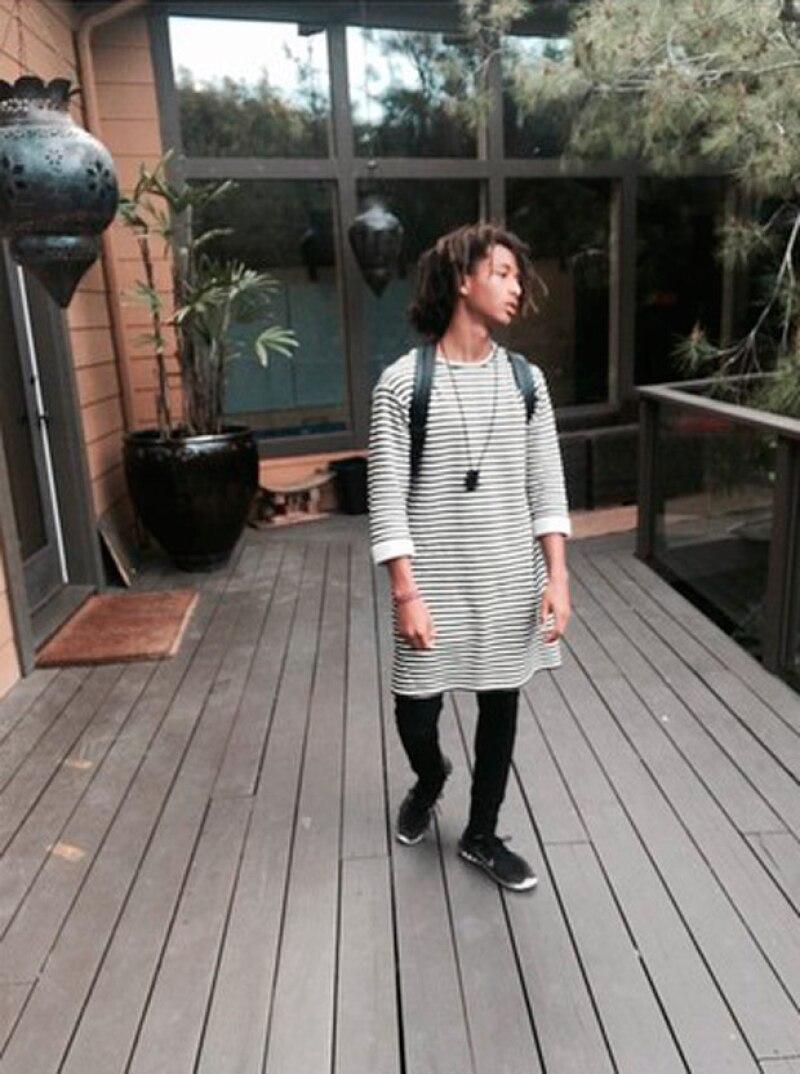 El hijo de Will Smith ahora incursiona en el mundo de la vestimenta femenina, por lo que hace frente a las críticas hilarantemente.