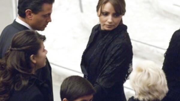 El gobernador del Estado de México le entregó el anillo de compromiso a Angélica Rivera durante una visita que hicieron solos a la Basílica de San Pedro.